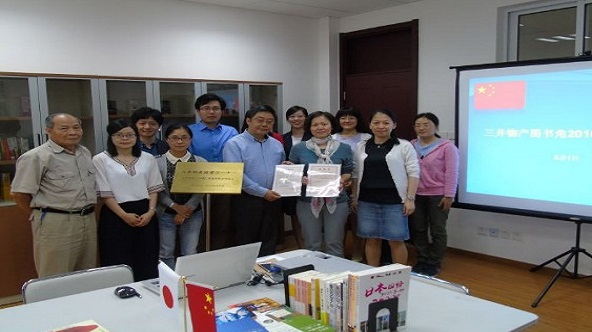 Representative of Worker's Union at the books donation ceremony on Jun.7, 2016