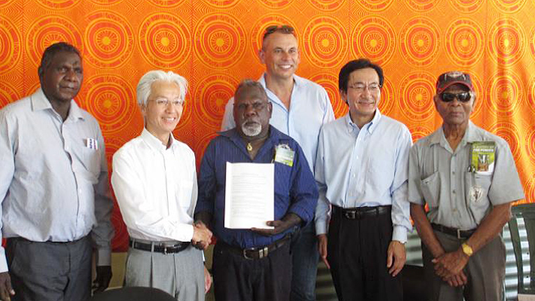 From left: Mr. Francis Kurrupuwu, MLA. Member for Arafura; Mr. Makoto Tatara, MD of Mitsui Bussan Woodchip Oceania Pty Ltd.; Mr. Gibson Illortaminni, Chairman, Tiwi Land Council & Director of the Tiwi Plantations Corporation; The Honourable Adam Giles, MLA, Chief Minister of Northern Territory Government; Mr. Yasushi Takahashi, MD and Chairman of Mitsui & Co. (Australia) Ltd.; and Mr. Cyril Kalippa, Chairman, Tiwi Plantations Corporation, Founding Chairman of the Tiwi Land Council.